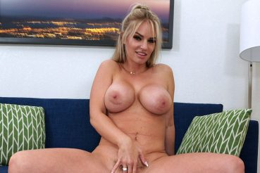Gorgeous milf porn sensation Rachael Cavalli shows her big tits while playing with her pussy
