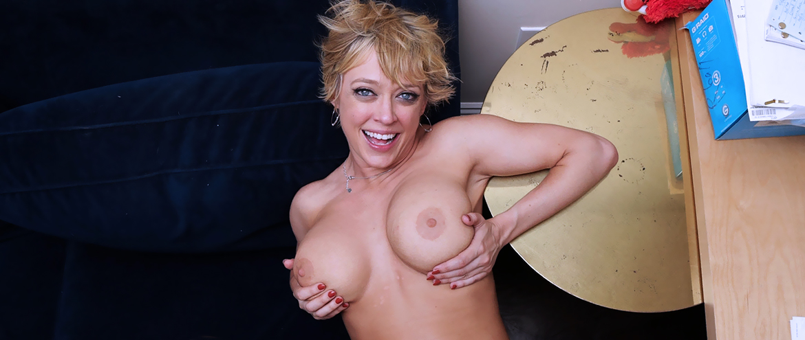Dee Williams Nude and very horny
